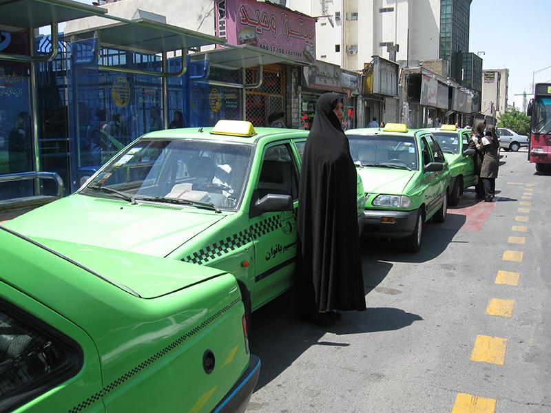 یک تلفن، یک تاکسیِ بانوان