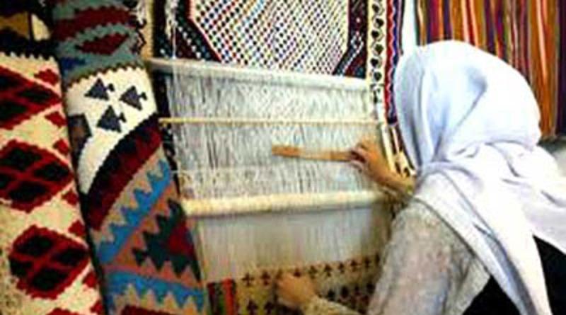 کارآفرینی برای ۳۰ زن با گلیم و جاجیم بافی