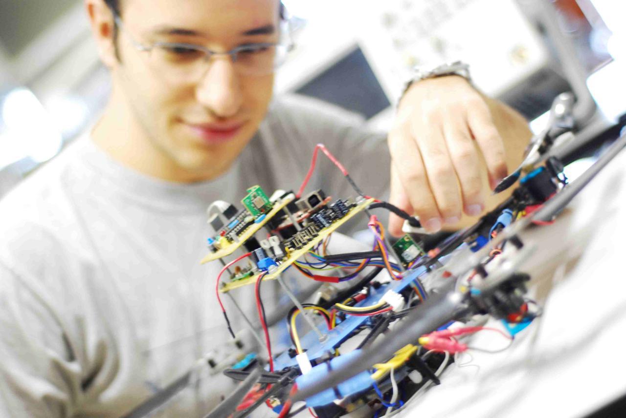 چگونه مهندس برق شوم؟ شخصیت مناسب مهندس برق کدام است؟