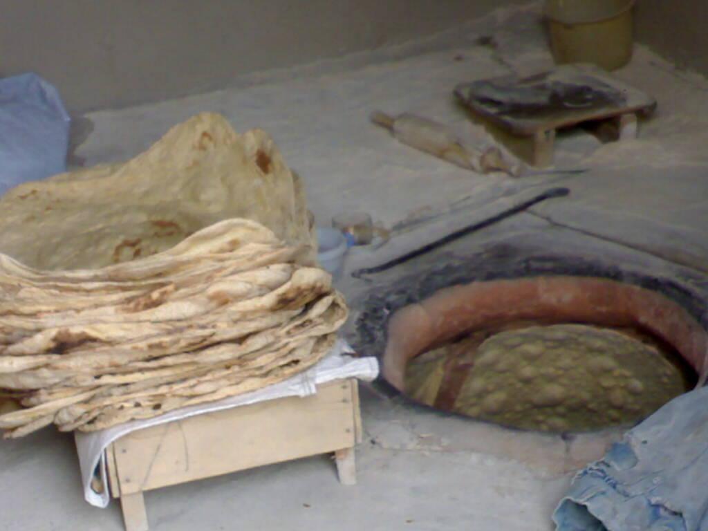 پخت نان سنتی راهکاری برای در آمد اقتصادی در شوند